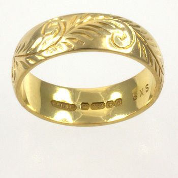 18ct gold 5.0g Band Ring size M½